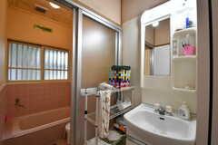バスルームの脱衣室は洗面台が設置されています。(2017-10-17,共用部,WASHSTAND,1F)