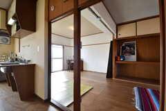 キッチンの脇が専有部です。(302号室)(2017-12-12,専有部,ROOM,3F)