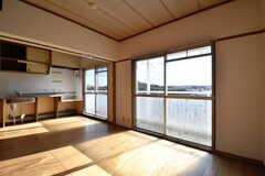 ダイニングの様子3。掃出し窓からベランダへ出られます。(403号室) (2017-12-12,専有部,ROOM,4F)