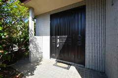 玄関ドアの様子。(2020-03-03,周辺環境,ENTRANCE,1F)
