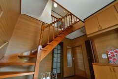 階段がダイナミック。(2020-03-03,周辺環境,ENTRANCE,1F)