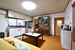 リビングの様子。キッチンが併設されています。(2020-03-03,共用部,LIVINGROOM,1F)