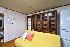 食器棚の様子2。入居者さんの私物を入れておけます。(2020-03-03,共用部,KITCHEN,1F)