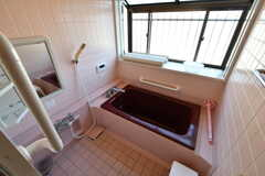 バスルームの様子。窓が大きく、とても明るいです。(2020-03-03,共用部,BATH,1F)