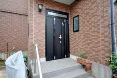 シェアハウスの正面玄関。(2009-06-12,周辺環境,ENTRANCE,1F)