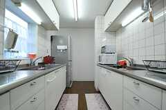 反対側から見たキッチンの様子。(2012-12-10,共用部,KITCHEN,1F)