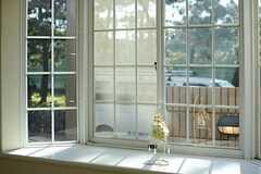 出窓の様子。(103号室)(2012-12-10,専有部,ROOM,1F)
