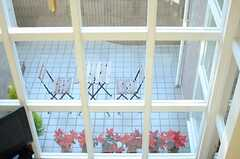 廊下から見たテラスの様子。(2012-12-10,共用部,OTHER,2F)