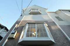 出窓は外から見てもお洒落。(2012-12-10,共用部,OUTLOOK,1F)