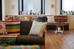 ソファスペースから、カフェスペースを眺めるとこんな感じ。(2013-07-09,共用部,LIVINGROOM,1F)