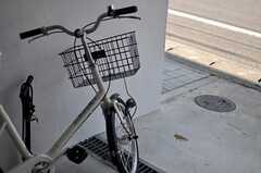 共用の自転車が1台用意されています。(2013-07-09,共用部,GARAGE,1F)