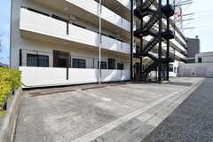 駐車場の様子2。(2017-04-05,共用部,GARAGE,1F)
