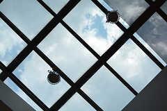天井が全面窓になっていて、晴れた日はとても明るいです。(2017-04-19,共用部,OTHER,)