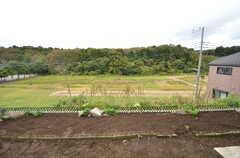 隣は緑地のため、とても開けた場所です。(2015-11-10,共用部,OTHER,1F)