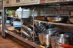 フライパンや鍋類はシンク下に収納されています。(2017-02-06,共用部,KITCHEN,1F)