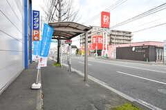 最寄りのバス停の様子。博多駅から直通です。(2017-02-06,共用部,ENVIRONMENT,1F)