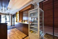 冷蔵庫はガラスケースのタイプ。(2016-07-05,共用部,LIVINGROOM,1F)