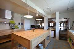 キッチンの様子2。作業台はオリジナルの設計です。(2016-07-05,共用部,KITCHEN,1F)