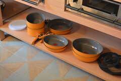 フライパンや鍋類はオープンな棚に収納されています。(2016-07-05,共用部,KITCHEN,1F)
