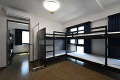 ドミトリーの様子2。2部屋続いた大きな部屋です。(306号室)(2016-07-05,専有部,ROOM,1F)