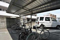 自転車置き場の様子。無料のシェア自転車もあります。(2016-08-02,共用部,GARAGE,1F)