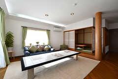 リビングの様子5。奥には和室があります。(2017-02-06,共用部,LIVINGROOM,1F)