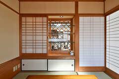 障子を開けると、リビング側からも見える飾り棚が。(2017-02-06,共用部,LIVINGROOM,1F)