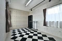 専有部の様子。1室だけ床や壁紙を変えてあります。(204号室)(2017-02-06,専有部,ROOM,2F)