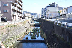 近くには小川が流れています。(2017-02-06,共用部,ENVIRONMENT,1F)