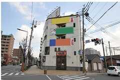 シェアハウスの外観。3Fから上がシェアハウスです。(2011-03-26,共用部,OUTLOOK,1F)
