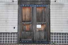 シェアハウスの正面玄関の門。(2011-03-26,周辺環境,ENTRANCE,1F)