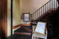 1-2Fは飲食店になっていて、玄関は共通です。(2011-03-26,共用部,OTHER,1F)