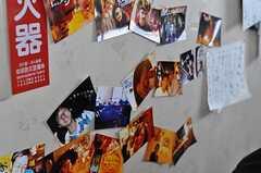 壁には入居者さんの写真が。(2011-03-26,共用部,OTHER,3F)