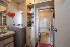 脱衣室の様子。洗濯機が設置されています。(2011-03-26,共用部,LAUNDRY,3F)