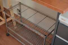 炊飯器などを持ち込む場合はこちらのラックに置いておけます。(2014-10-16,共用部,KITCHEN,1F)