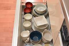 食器は引き出しに収納されています。(2015-11-05,共用部,KITCHEN,1F)