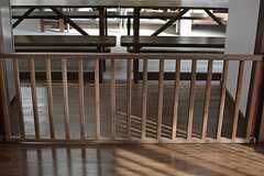 赤ちゃんや小さい子供でも安全に使えるよう、柵が設けてあります。(2015-11-05,共用部,OTHER,1F)