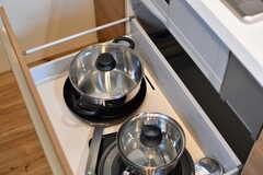 鍋類は引き出しに収納されています。(2019-10-15,共用部,KITCHEN,1F)