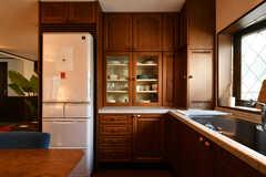 冷蔵庫と食器棚の様子。(2020-12-01,共用部,KITCHEN,2F)