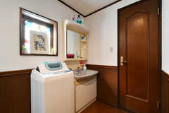 3階の廊下にはトイレ、洗面台、洗濯機が設置されています。(2020-12-01,共用部,OTHER,3F)
