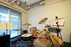 立派なドラムセットは入居者さんの私物です。(2011-11-26,共用部,OTHER,1F)