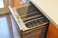 食器洗浄器の様子。(2012-03-16,共用部,KITCHEN,1F)