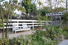 敷地内は緑が豊富。手入れもしっかりとされています。(2012-10-02,共用部,OTHER,1F)