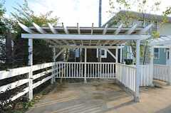 自転車置場も可愛らしい雰囲気です。(2012-10-02,共用部,GARAGE,1F)