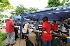 庭で行われたBBQパーティーの様子。(2013-06-02,共用部,PARTY,1F)