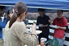 庭で行われたBBQパーティーの様子2。(2013-06-02,共用部,PARTY,1F)