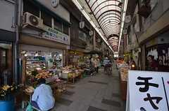 駅からシェアハウスへ向かう途中にある商店街。活気があります。(2014-07-12,共用部,ENVIRONMENT,1F)