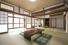 リビングの様子。とても広い和室です。(2016-06-07,共用部,LIVINGROOM,1F)