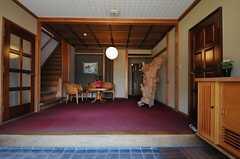 正面玄関から見た内部の様子。(2013-05-17,周辺環境,ENTRANCE,1F)