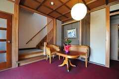 玄関ホールのテーブルセット。(2013-05-17,周辺環境,ENTRANCE,1F)